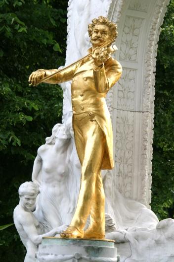 Johann Strauss_statue.JPG